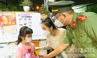 Công an TPHCM đem niềm vui Trung thu đến với các em mồ côi, khó khăn