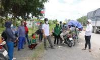 Phối hợp giải quyết việc gần 140 người ùn ứ tại giáp ranh Long An - Đồng Tháp