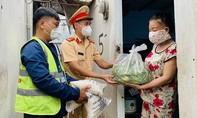 CSGT TPHCM tiếp tục chia sẻ khó khăn với nhân dân