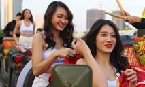 Hình ảnh cổ động viên trước trận Việt Nam - Thái Lan