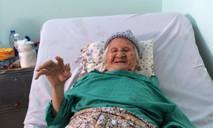 Cụ bà 102 tuổi nhập viện trong đau đớn vì gãy xương nhiều mảnh