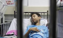 Bỏ quên cây kim trong gối, bé trai suýt mất mạng vì bị đâm vào tim