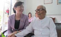 Lãnh đạo TP.HCM thăm, tặng quà các gia đình chính sách