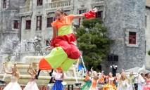 Rực rỡ và náo nhiệt carnival nghệ thuật quốc tế trên phố đi bộ Hồ Gươm