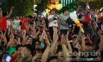 Phố đi bộ Nguyễn Huệ bùng nổ với chiến thắng của Việt Nam