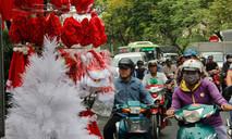 Tấp nập mua sắm ở chợ Giáng sinh lớn nhất Sài Gòn