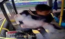 Clip kẻ ném bom trên xe buýt ở Trung Quốc, 17 người bị thương