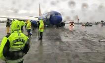Mưa lớn khiến máy bay trượt bánh, cày nát một phần đường băng
