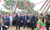 Chủ tịch nước chơi trò chơi dân gian cùng đồng bào các dân tộc