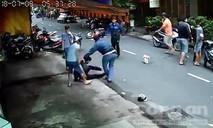Cảnh sát nổ súng, lao xe bắt nhóm cướp giật ở Sài Gòn