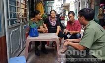 TP.HCM: Cấp hộ khẩu cho gia đình người phụ nữ 20 năm mưu sinh trên vỉa hè