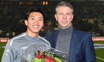 Clip Văn Hậu được Heerenveen vinh danh trước hàng nghìn CĐV