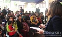 Hàng ngàn học sinh đến trường mầm non xét nghiệm sán lợn