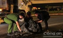 Tài xế xe ben bị đánh vì để bùn đất rơi khiến dân té nhập viện