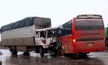 Xe tải tông xe khách chở học sinh đi tham quan, 3 em trọng thương
