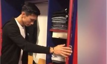 Clip Văn Hậu nhận chiếc tủ quần áo số 15 của đội bóng Hà Lan