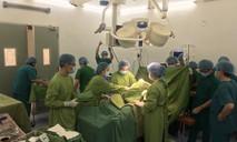 Bác sĩ hai bệnh viện cứu mẹ con sản phụ bị xuất huyết nặng