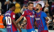 """""""Người kế thừa"""" Messi giải cứu Barca"""