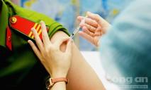 Tiêm vaccine cho CBCS Công an TPHCM trên tuyến đầu chống COVID-19