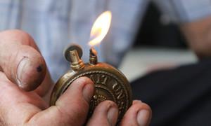 Gặp người hơn 30 năm 'giữ lửa' cho những chiếc hộp quẹt cổ ở Sài thành