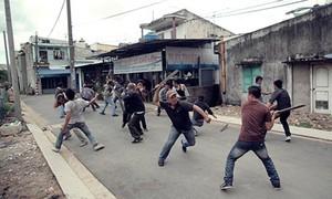 TP.HCM: Chém nhau kinh hoàng trước chợ đầu mối Bình Điền, một thanh niên bị đâm chết