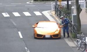 Cảnh sát Nhật dùng xe đạp đuổi bắt, phạt siêu xe 20 tỷ