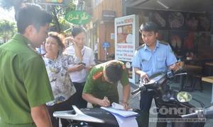 Đến lượt quận Phú Nhuận ra quân lấy lại vỉa hè