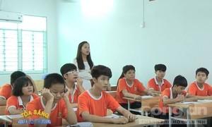 Tập thể giáo viên của ngôi trường 'đặc biệt'