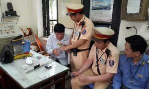 Bị rắn độc cắn từ Đồng Nai bắt nhầm xe ra tận Hà Nội
