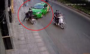 Tài xế taxi húc văng xe tên cướp giật trên đường phố Sài Gòn