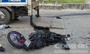 Đôi nam nữ bị xe tải tông chết thảm