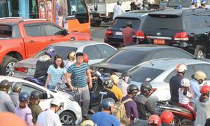 Clip sân bay Tân Sơn Nhất kẹt xe kinh hoàng trước ngày lễ 30-4