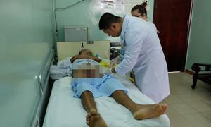 Người đàn ông đau đớn nhập viện vì vùng bìu sưng to gấp 5 lần, hoại tử 'vùng kín'