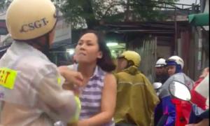 Cho ôtô lấn làn đi ngược chiều, người phụ nữ văng tục, tấn công CSGT