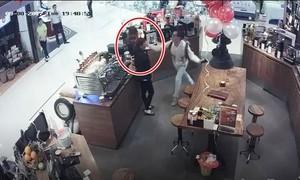 Clip chủ tiệm cafe nổi tiếng Sài Gòn tát nữ nhân viên gây sốc