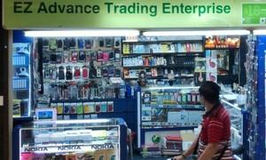 Ép khách hàng mua kính cường lực dán điện thoại với giá gần 2,5 triệu