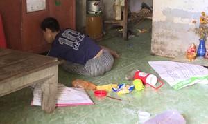 Giải cứu bé trai khuyết tật nghi bị mẹ ruột ngược đãi
