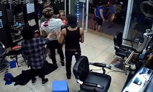 Tạm giữ hai nghi phạm vụ nổ súng tại tiệm cắt tóc