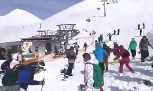 8 người bị thương trong sự cố thang máy khu trượt tuyết