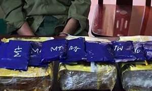 """Đang tìm mối bán 3kg """"hàng đá"""" và 2.000 viên ma túy thì bị bắt"""