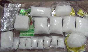 """Bắt """"kiều nữ"""" buôn gần 10kg ma túy từ Campuchia về Sài Gòn"""