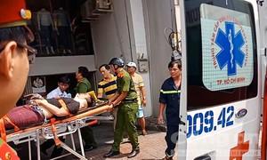 """Nam thanh niên bị thang máy """"kẹp cổ"""" nguy kịch ở Sài Gòn"""