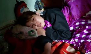 Người mẹ nước mắt lưng tròng kể lại việc con trai 8 tuổi bị kẻ lạ chém