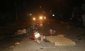 Xe máy đối đầu tại khúc cua, 2 người chết, 3 người nguy kịch