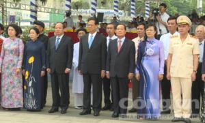 Lãnh đạo TP.HCM dâng hương tưởng niệm Chủ tịch Hồ Chí Minh