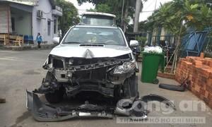 Tài xế nghi có hơi men lái ôtô tông nhiều xe máy ở Sài Gòn