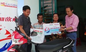 Tặng sinh kế cho người nghèo huyện Bình Chánh