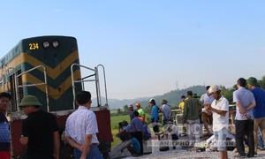 Nạn đường sắt thảm khốc: Nhân viên không đóng chắn?