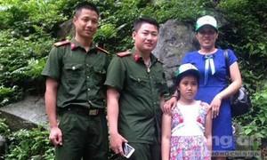 Hai chiến sỹ PCCC cứu sống bé gái rơi xuống thác nước