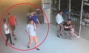 Dân 'anh chị' vào tận bệnh viện 'đòi nợ'